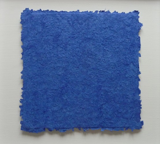 Lapislazuli ist ein Werk von Helmut Dirnaichner aus dem Jahr 2015, mit Lapislazuli und Zellulose geschöpft