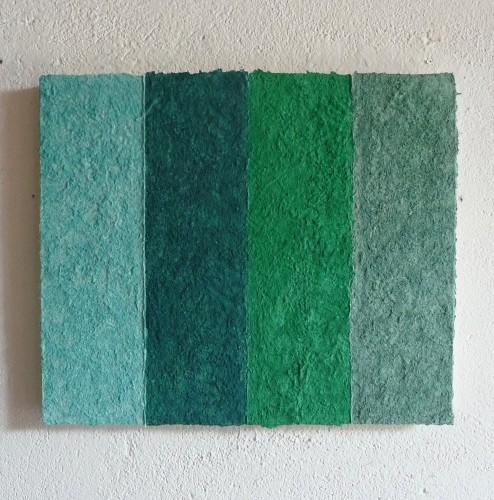 Ionio, 2014 ist ein Werk von Helmut Dirnaichner mit grünen Mineralien und Zellulose geschöpft, präsentiert auf der Art Miami 2016 von Galerie Renate Bender.