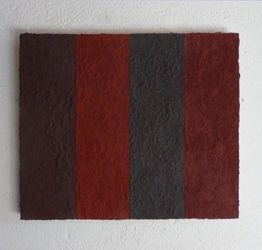 Vesuvio ist ein Werk von Helmut Dirnaichner aus dem Jahr 2014 aus roten Mineralien und Zellulose geschöpft