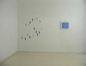 Helmut Dirnaichner präsentiert in der Galerie Wack in Kaiserslautern seine Werke Konstellation aus Lapislazuli und Zellulose sowie die Freskomalerei affresco mit Lapislazuli auf Kalkputz, beide aus dem Jahr 2015.