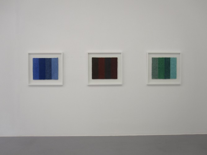 Die Galerie Renate Bender München zeigt in der Ausstellung Works on & with Paper Werke von Helmut Dirnaichner.