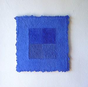 Lapislazuli ist ein Werk von Helmut Dirnaichner aus dem Jahr 2015 aus Lapislazuli und Zellulose geschöpft mit Binnenfeldern in verschiedenen Blaustufen von Lapislazuli.