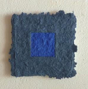 Vivianit Lapislazuli ist ein Werk von Helmut Dirnaichner aus dem 2012, aus Mineralien und Zellulose geschöpft