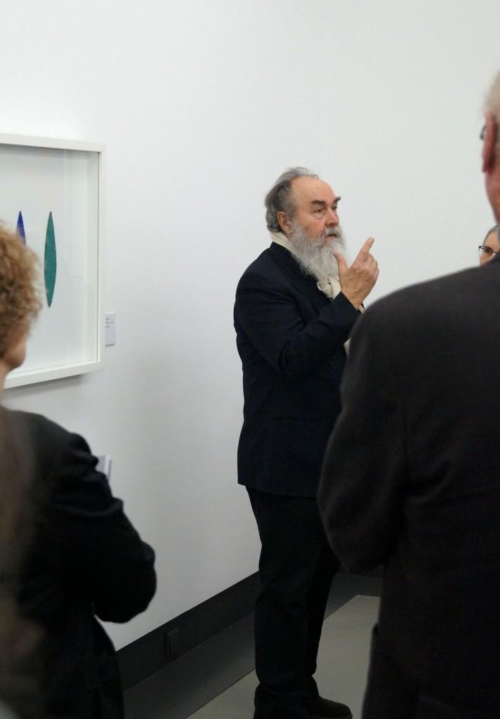 Helmut Dirnaichner vor seinem Werk Übers Meer in der Sammlung des Museums Kulturspeicher Würzburg