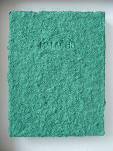 Tafelbild Malachit ist ein Werk von Helmut Dirnaichner aus dem Jahr 1995 aus Malachit und Zellulose geschöpft mit Prägedruck.