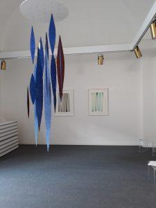 Helmut Dirnaichner zeigt die Installation Meteore aus dem Jahr 2018 in der Galleria L'Osanna in Nardò.