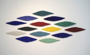 Tarantella ist ein Werk von Helmut Dirnaichner aus dem Jahr 2013, aus Mineralien und Zellulose geschöpft .