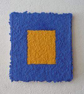 Oltre il blu ist ein Werk von Helmut Dirnaichner aus dem Jahr 2012, präsentiert auf der Art Karlsruhe 2019 von Galerie Renate Bender.