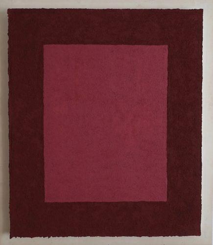 Roter Jaspis und Zinnober ist ein Werk von Helmut Dirnaichner aus dem Jahr 2004, zu sehen in der Galerie Renate Bender, München.