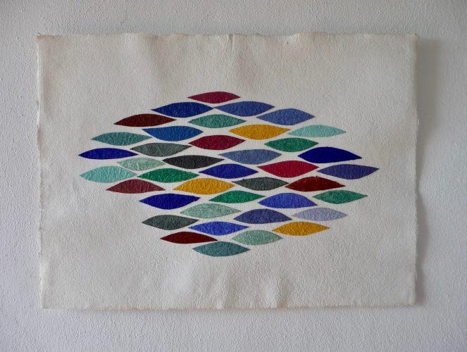 Autumn Leaves ist ein Werk von Helmut Dirnaichner aus dem Jahr 2006, mit geriebenen Mineralien und Zellulose geschöpft.