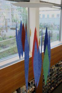 Meteore ist eine Rauminstallation von Helmut Dirnaichner aus den Jahren 2008-2019, mit schwebenden Elementen aus Mineralien und Zellulose geschöpft, ausgestellt im Februar 2020 in der Münchner Stadtbibliothek Neuhausen.