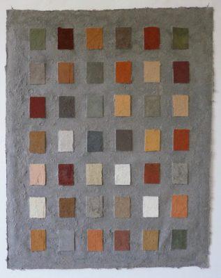 Erde, Wasser, Sumpf, ist ein Werk von Helmut Dirnaichner aus dem Jahr 2003, mit mexikanischen, spanischen und italienischen Erden, Sumpferde und Zellulose geschöpft