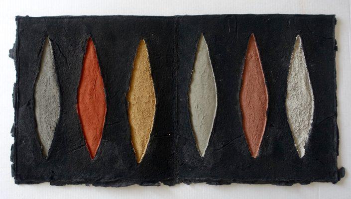 Terrae Mundi ist ein Künstlerbuch von Helmut Dirnaichner aus dem Jahr 2002, die Buchseite ist mit spanischen Erden in Lanzettform geschöpft