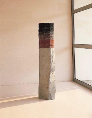 Vulkan ist eine Skulptur von Helmut Dirnaichner aus dem Jahr 2002, eine Basaltstele mit geschöpften Schichten aus Kohle, Hämatit und Zellulose